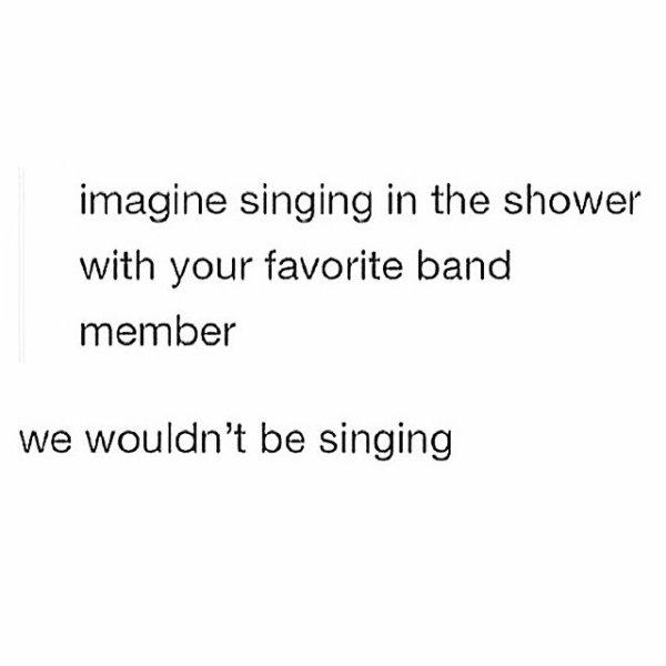 Cette image est trop drôle je vais vous la traduire imaginer que vous chanter avec votre groupe de musique préférer mais nous ne saurions pas en train de chanter !!!