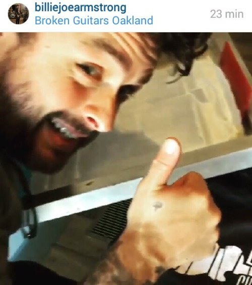 BJ qui fais des chandail Broken Guitar