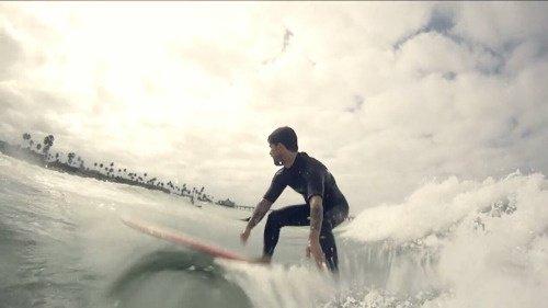 Billie Joe qui fais du surf