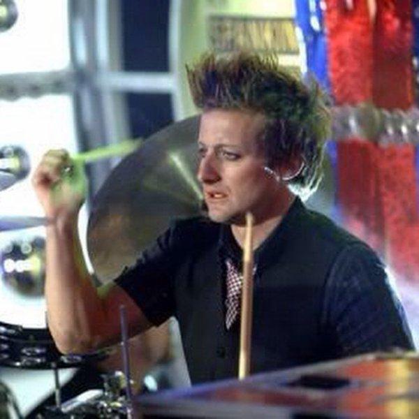 Tréchou qui joue de la batterie :D