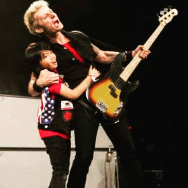 Mike Dirnt est trop cute la photo! <3
