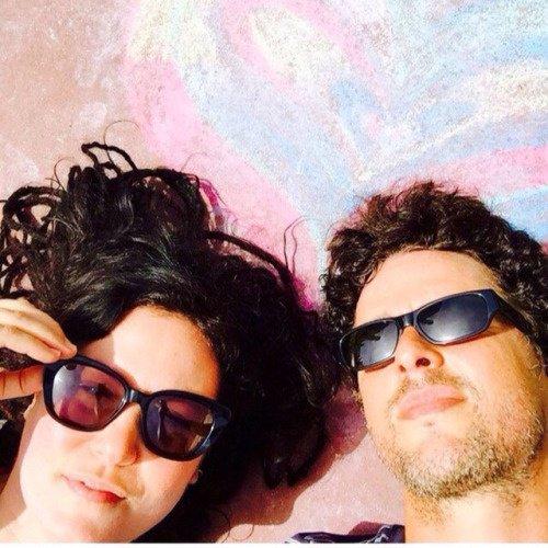Le couple se fais bronzer au soleil :P