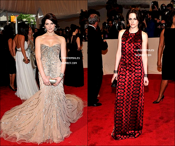 . 2/05/11 Ashley Greene sur le tapis rouge Costume Institute Gala ; Alexander McQueen : « Savage Beauty » organisé chaque année au Metropolitan Museum of Art a NewYork. ______________ Plutot Ashley ou Kristen ?   .