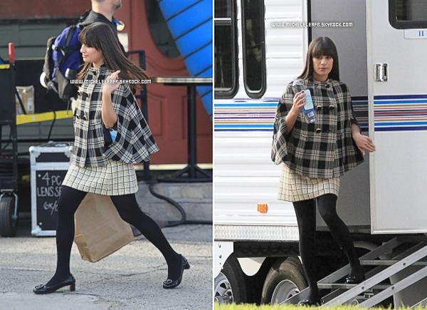 """. 09/11/11 Lea était sur le tournage d'une scène de la série """"Glee"""".Bien évidemment, Lea était habillée en """"Rachel Berry"""" et désolée pour la MQ.."""