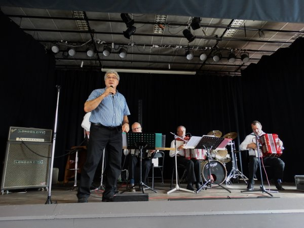 """Concert de Domenico et l'orchestre """"Accord's Joyeux"""", Maison Villageoise, Hautrage, 14 sept 2014"""