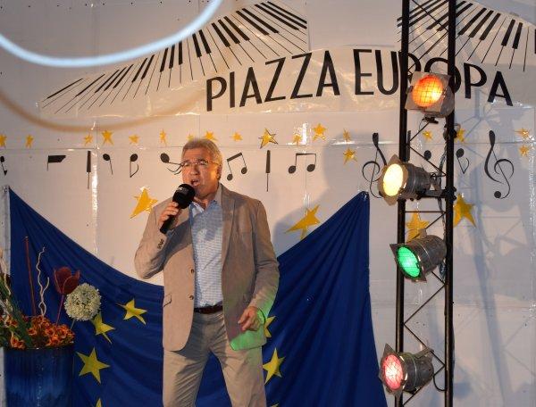 "Domenico à la télévision allemande ""RTE Televisione, OKTV"", dans l'émission ""Piazza Europa"", 14 mai 2016"