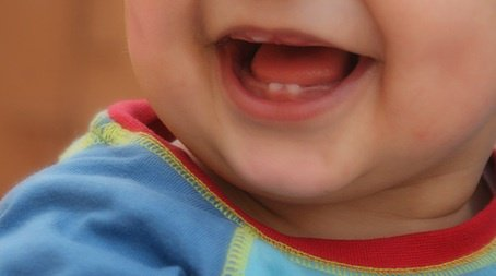 الإبتسامه لا تستغرق لحظه لكن ذكراها يبقى لأخر العمر