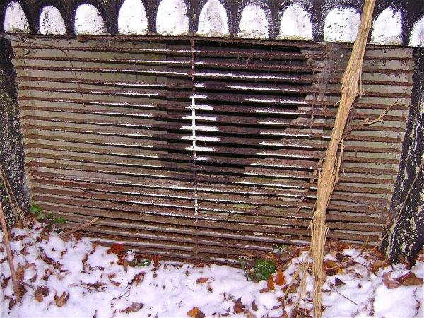 Grille de la cheminé de ventilation