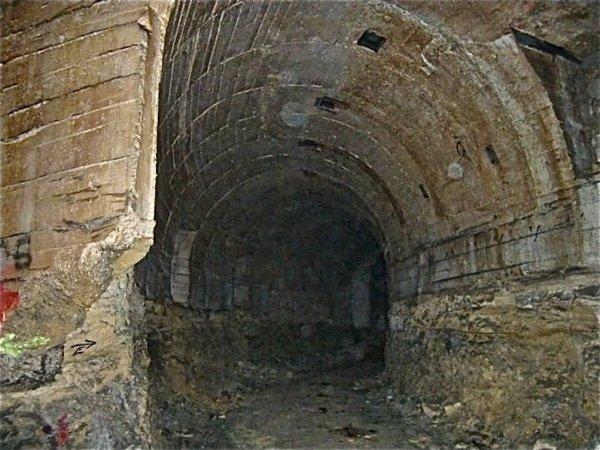 Intersection de deux galeries blindées par du béton armé WW2
