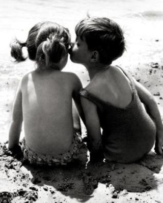 """-  Etant petit c'était pourtant simple : """"Tu veux être mon amoureuse?""""."""