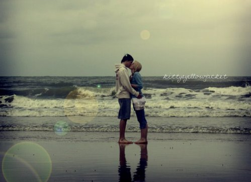 - Parait qu'le bonheur est à portée de main, alors on tend la main et on se retrouve fou.