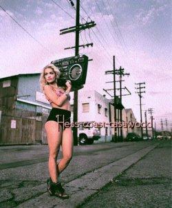 ~ J'ai deposer toutes les armes, pendant que les haineux s'acharnent moi je ricane & puis je FLY Yeaah * (2012)
