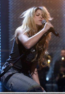 Shakira au debut quel look =)
