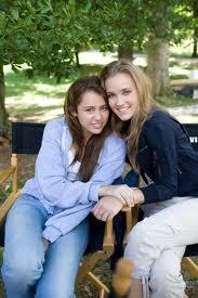 Miley et Emily / Hannah et Lola :)