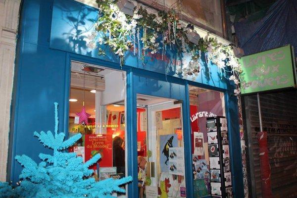 Un petit magasin, à Paris !...
