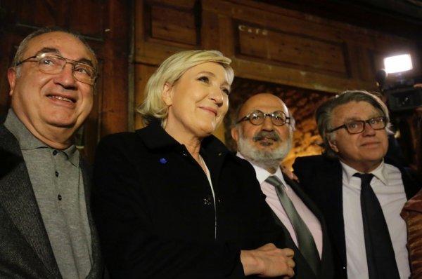 """Spécial """"Marine Le Pen reçue officiellement par un chef d'État..."""" - Image n° 1/2 !..."""