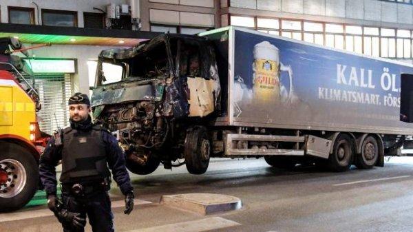 """Spécial """"Suède : quatre morts dans un attentat au camion bélier à Stockholm..."""" - Image n° 1/2 !..."""
