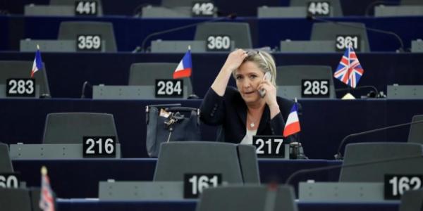 """Spécial """"Marine Le Pen n'est plus protégée par son immunité parlementaire..."""" - Image n° 1/3 !..."""