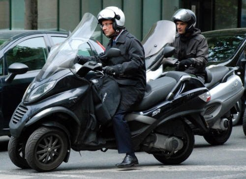 """Spécial """"François HOLLANDE & son scooter..."""" - Image n° 1/2 !..."""
