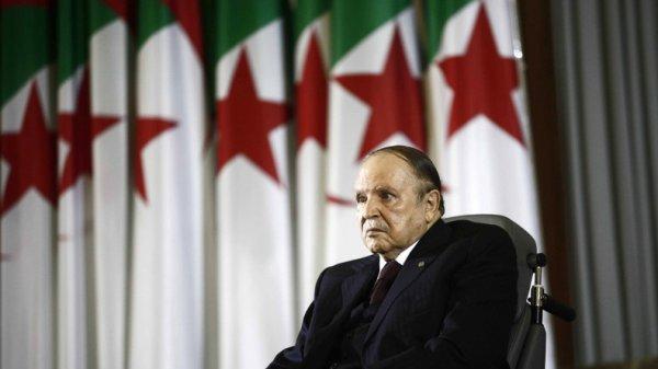 """Spécial """"Abdelaziz Bouteflika fait des """"avances"""" à Emmanuel Macron..."""" - Image n° 1/2 !..."""