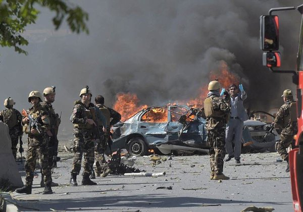 """Spécial """"À Kaboul, un camion piégé explose dans une zone ultra sécurisée..."""" - Image n° 1/2 !..."""