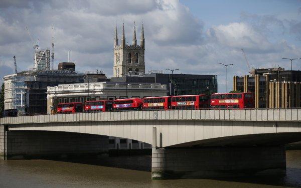 """Spécial """"LONDRES, Du rouge dessus & dessous London Bridge..."""" - Image n° 1/2 !..."""