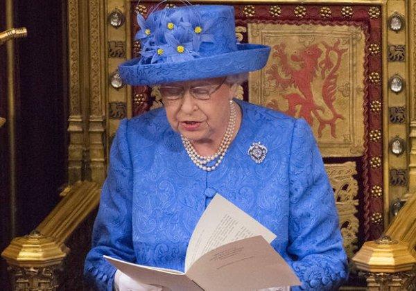 """Spécial """"Le chapeau de la Reine d'Angleterre en question..."""" - Image n° 1/2 !..."""