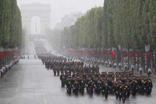 """Spécial """"14 juillet Paris, vers un défilé pluvieux..."""" - Image n° 1/2 !..."""