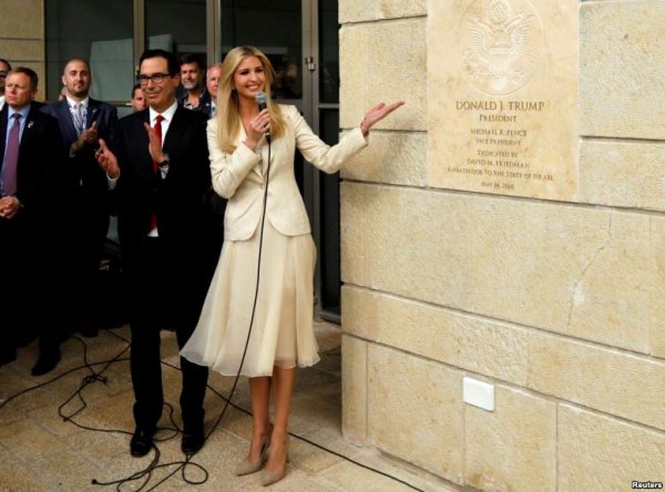 """Spécial """"La fille Trump inaugurant la nouvelle ambassade US, à Jérusalem..."""" - Image n° 1/2 !..."""