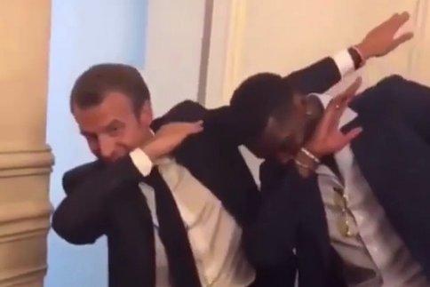 """Spécial """"Un dab de Macron pour les jeunes des quartiers..."""" - Image n° 1/3 !..."""