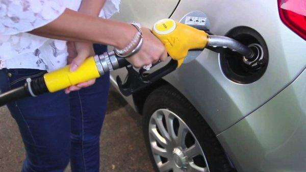 """Spécial """"Comment faire le plein d'essence ?..."""" - Image n° 1/2 !..."""
