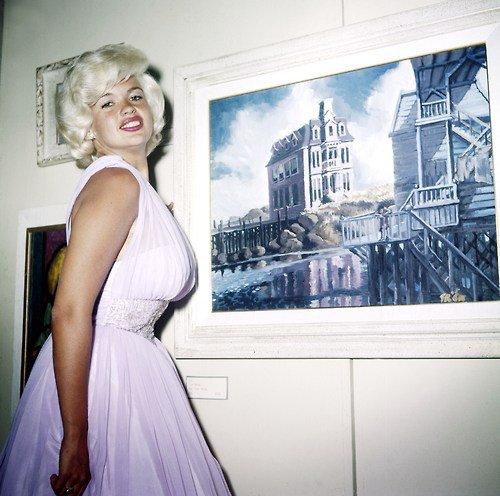 photo flash! Jayne Mansfield étrange ressemblance avec Marilyn Monroe ;)