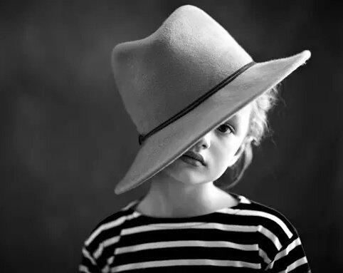 Qu'y a-t-il à ajouter? A quoi servent les phrases, dans cette circonstance? Il n'existe pas de mot, dans la langue française pour dire la perte d'un enfant. On est orphelin lorsque nos parents ont disparu, on est veuf si notre conjointe est décédée, mais quand on a perdu son enfant?