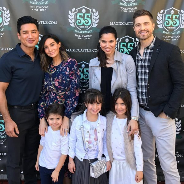 Roselyn Sanchez, Eric Winter, Mario Lopez, Courtney Mazza, Gia, Sebella Rose et Dominic