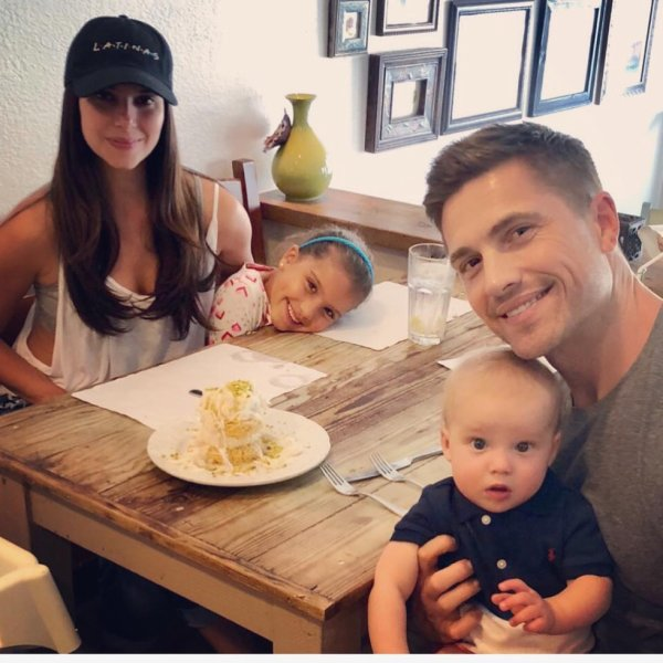 Roselyn Sanchez, Eric Winter, Sebella et Dylan