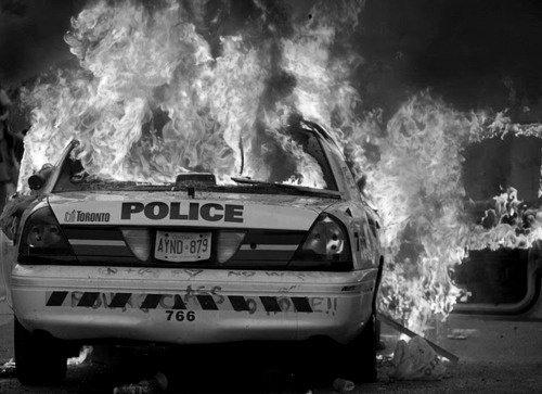 voiture police en feu lol