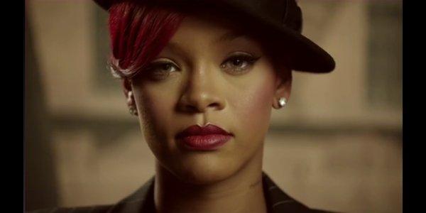 Rihanna a performée sur le plateau du 'SNL' (SATURDAY NIGHT LIVE)