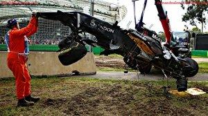 Alonso s'est extrait de sa McLaren pour rassurer sa mère
