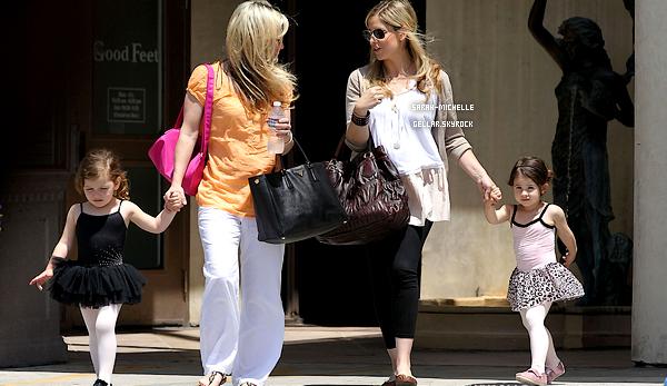20/05/12 : Sarah et une amie ont accompagné leurs filles à leur cours de danse à Santa Monica.