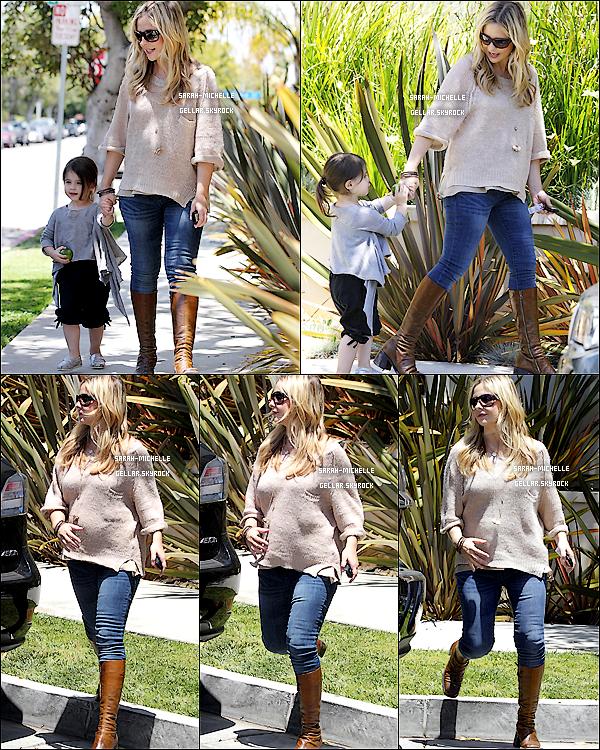 26/05/12 : Sarah et sa petite Charlotte ont été aperçues se promenant dans les rues de Brentwood.