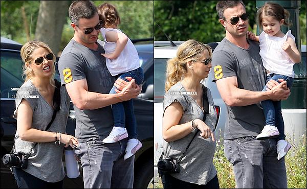 10/05/12 : Sarah, Freddie et leur petite Charlotte se sont rendus au zoo de Los Angeles. Belle famille !