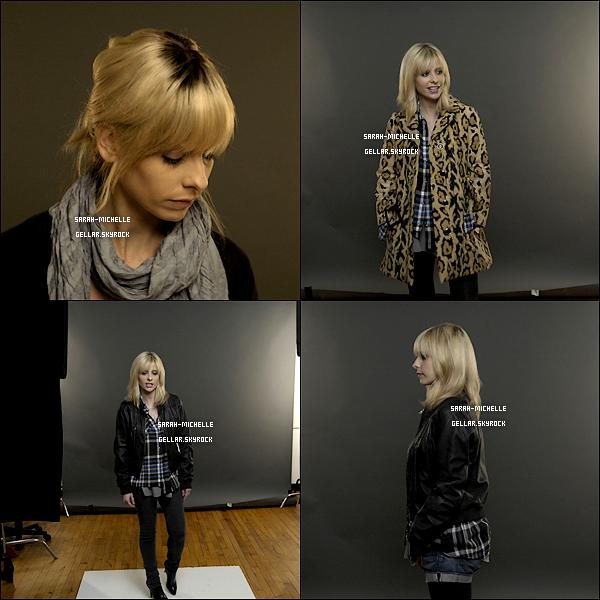 Découvrez les photos d'essayage des costumes que Sarah a fait en 2009 pour la série « The Wonderful Maladys ». La série n'avait malheureusement pas dépassé le cap du pilot et n'a jamais pu voir le jour...