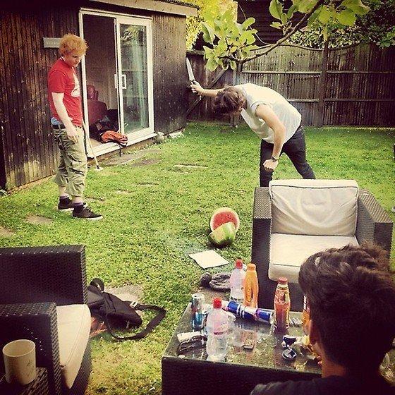 Le 08/08 : Les One Direction était avec Ed Sheeran