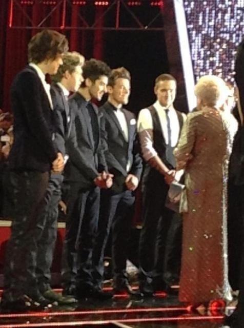 Les garçons et la Reine d'Angleterre