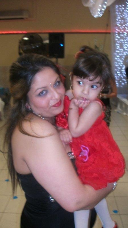 moi et mon bb au mariage de frako y fraka !!! le 16 avril 2011