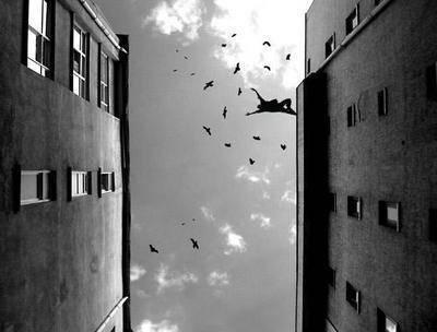 Je rêvais du  vide.   Des chutes toujours interminables ou    sans fin, interrompues par mon éveil...