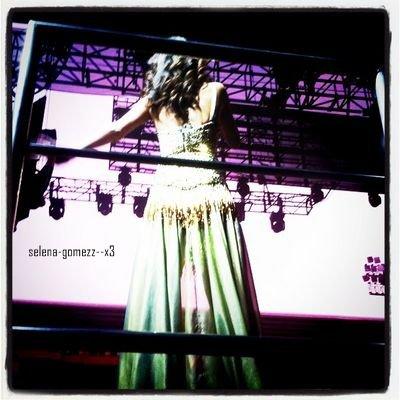 28 aout : 2 nouvelle photos de Selena sur Instagram ! Tournée mondiale confirmée ! :D