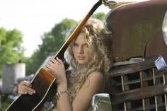 Taylor Swift, de lo último a la moda / à la dernière mode