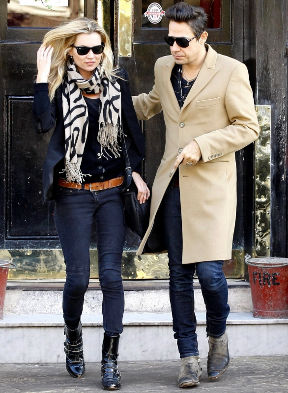 Kate & Jamie Hince leaving a London pub, October 2010