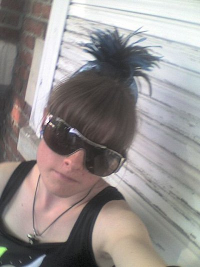 photo de moi   en majorette  est mais lunette de soleil